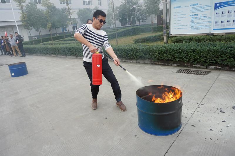 03钢盆灭火